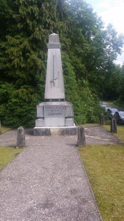 "Mort-Homme: Denkmal oberhalb des Parkplatzes ""Toter Mann"""
