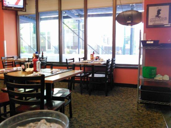 d'egg diner: Inside