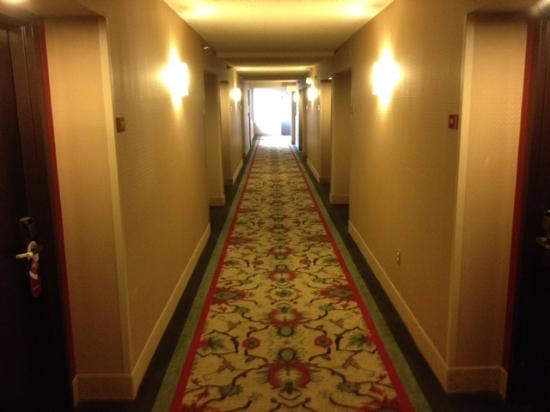 Crowne Plaza Indianapolis Airport: Clean and modern decor everywhere.