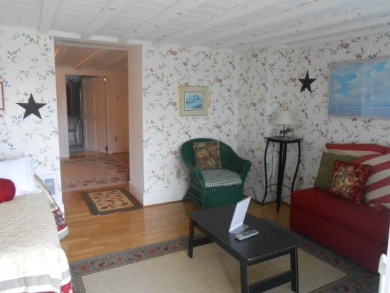 Cranberry Hill Inn : Downeast Suite sitting room