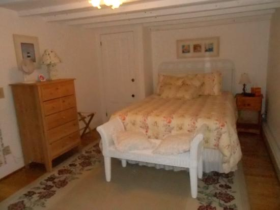 Cranberry Hill Inn : Downeast Suite bedroom