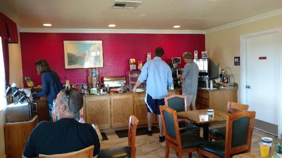BEST WESTERN Santa Rosa Inn: TA_IMG_20160606_073321_large.jpg