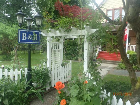 Clayburn Village Bed and Breakfast: Main entrance