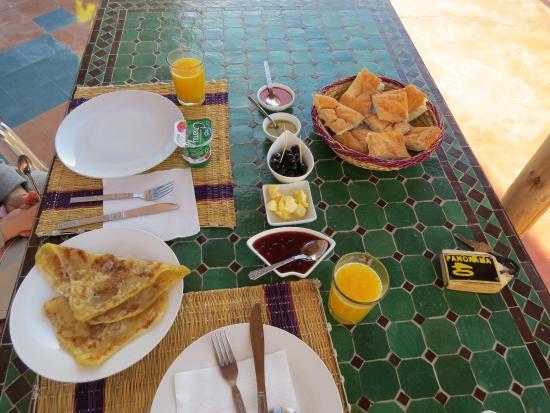 Panorama Auberge Restaurant : 朝食は一般的なモロッコ風