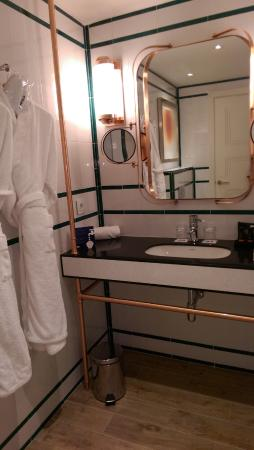 H10 Cubik: Bathroom sink