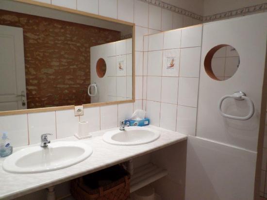 La Haute Traversiere: Salle d'eau avec 2 vasques Gîte