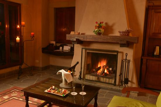 Belmond Las Casitas: Cozy fireplace in the room.