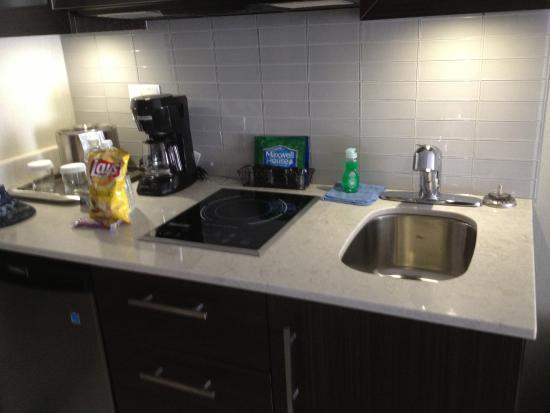 Maplewood Suites Extended Stay - Syracuse/Airport: Maplewood Suites - kitchenette