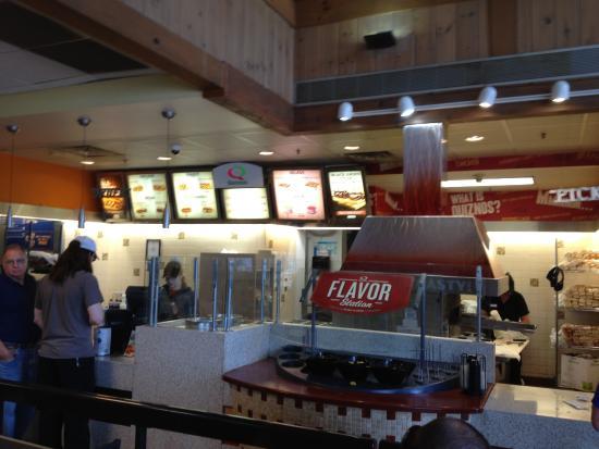 Hannacroix, NY: Quiznos, New Baltimore Plaza - service counter