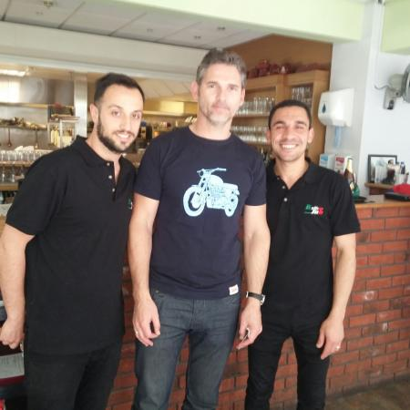 Eric Bana with the Italian Job's staff