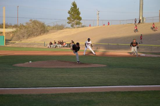 Adelanto, Califórnia: The pitch