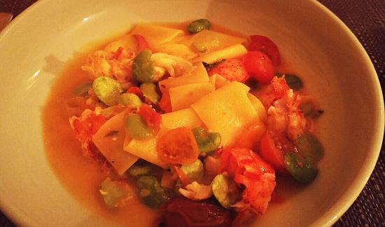 Aquebogue, estado de Nueva York: fresh pappardelle with lobster, fava and melted tomatoes