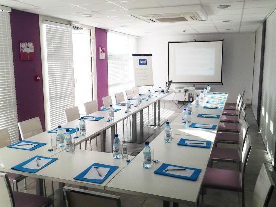Kyriad perpignan sud hotel france voir les tarifs 401 for Prix chambre kyriad