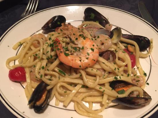 Rossini: Scialatielli ai frutta di mare - very tasty!