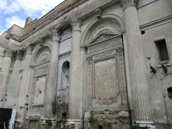 Chiesa San Francesco: fianco destro basilica