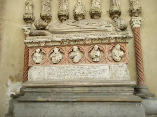 Chiesa San Francesco: tomba di Pandolfo terzo