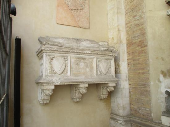 Chiesa San Francesco: tomba moglie di Pandolfo terzo Paola Bianca