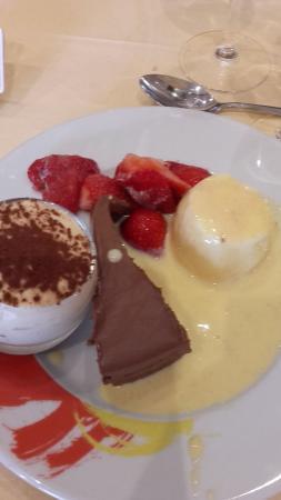 Amberieux-en-Dombes, Francia: 1ère assiète de desserts