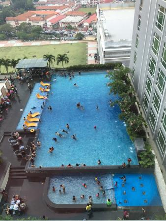 Hatten Hotel Melaka: Spacious, clean and tidy. Pool very crowded