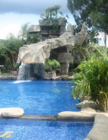 Hotel Monte Campana: Piscina temperada