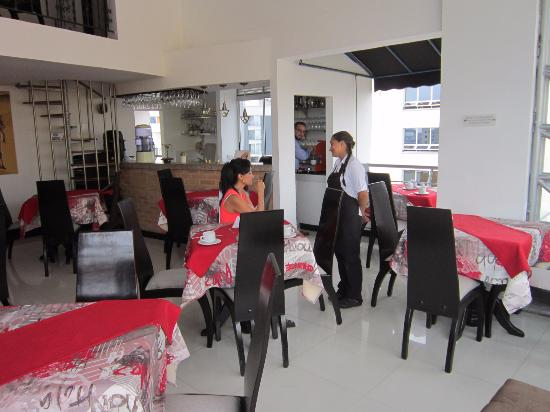 Hotel Bolivar Plaza: Great and Helpful Staff, Excellent Food also. Beautiful Views of mountains