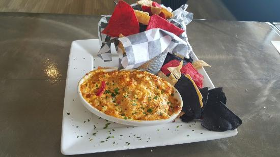 Mims, Φλόριντα: Fried Green Tomatoes $6.50 and Hot Crawfish Dip $8.95