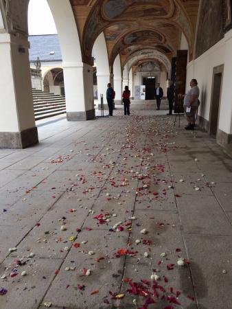 Svata Hora Shrine: květiny po slavnosti Božího těla