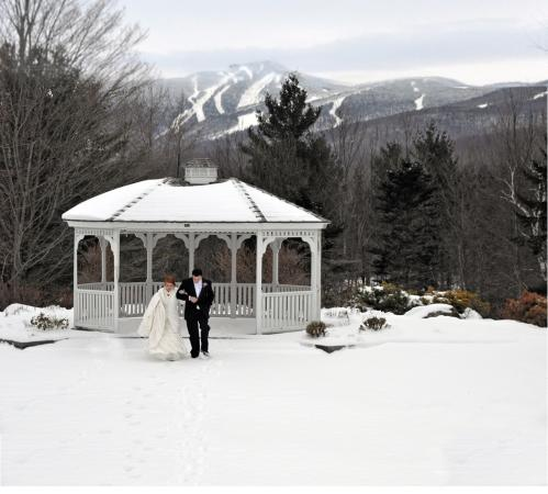 Summit Lodge & Resort: Great settng for your wedding all year round