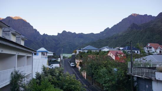 Hotel Tsilaosa: Sonnenaufgang im Cirque de Cilaos vom Hotelfenster aus