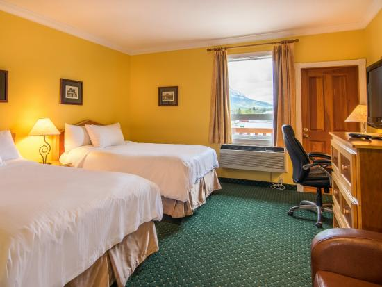 Park Place Lodge Hotel Fernie - Deluxe Balcony Room (3rd Floor) with Two Double Beds