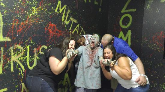 Lakewood, OH: BEST ESCAPE ROOM IN OR AROUND CLEVELAND... PERIOD! We had such an awesome time here! Very challe