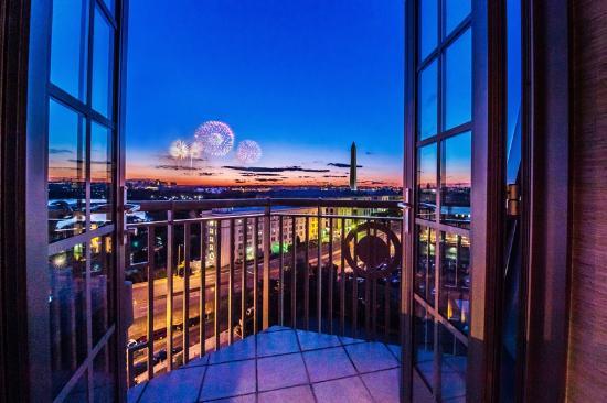 مانديران أورينتال واشنطن دي سي: View the fireworks from one of our many rooms