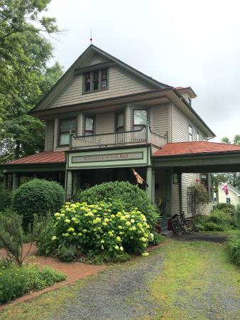 Manassas Junction Bed and Breakfast: We had a quiet one night stay in the beautiful Prescott Room. Everything was comfortable and cle