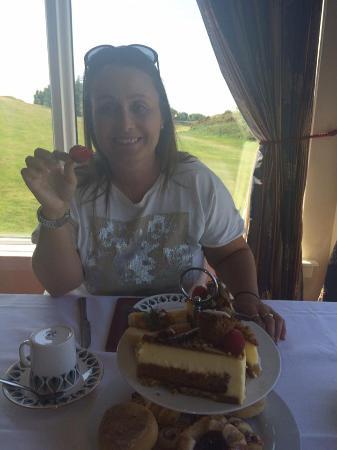 The West Lothian Golf Club: friend enjoying the fruit