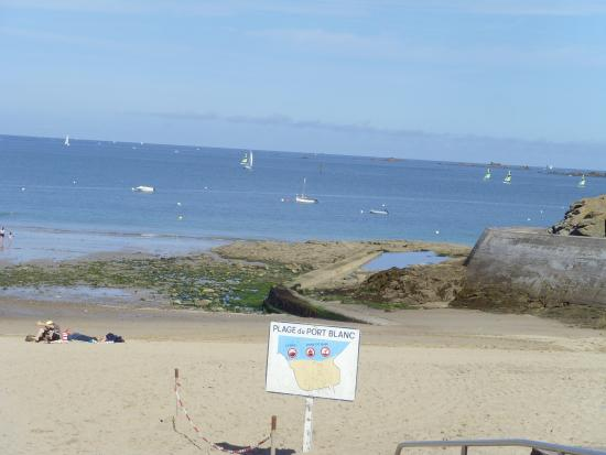 Ciel bleu et piscine chauff e la touesse camping picture for Camping ille et vilaine piscine couverte