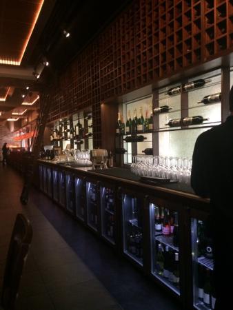Winewood Grill: Indoor decor