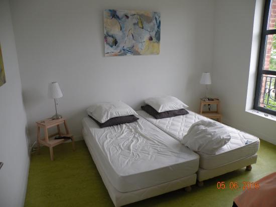 Au Quai Gourmand : la chambre d'hotes , toute simple . propre pour 50 euro sans petit dejeuners en suplements pour