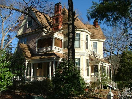1884 Wildwood Bed and Breakfast Inn: An acre wooded lot