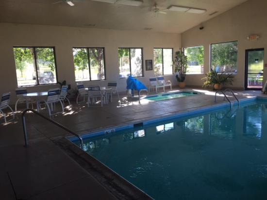 Ridgway-Ouray Lodge & Suites : Pool and Hot Tub area