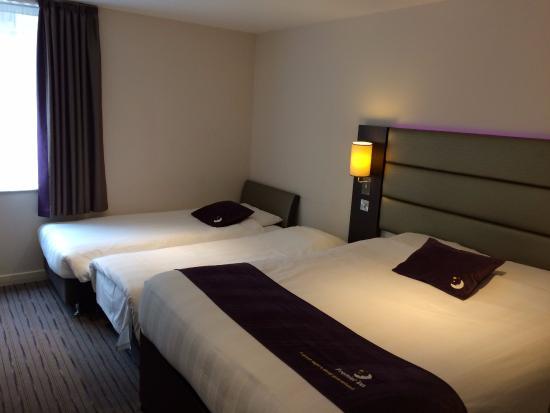 Family room picture of premier inn london holborn hotel for Premier inn family room