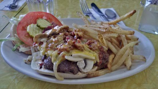 Hilltop Diner Cafe: The Burger, and that special sauce..... Ewwww Wee!