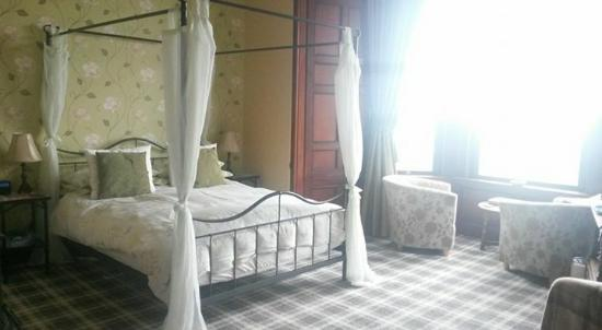 Hillcrest House : charming bedroom