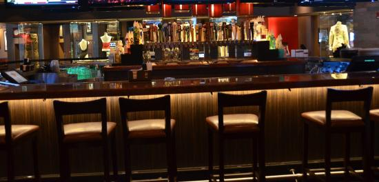 Four Winds Casino Resort: Main Bar at Hard Rock Cafe Four Winds