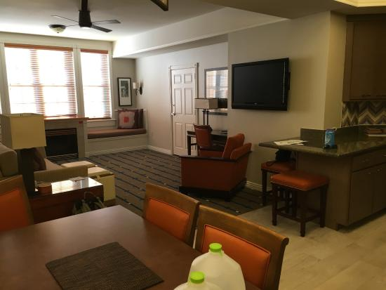 Marriotts Summit Watch Large Living Dining Area With A Gas Fireplace