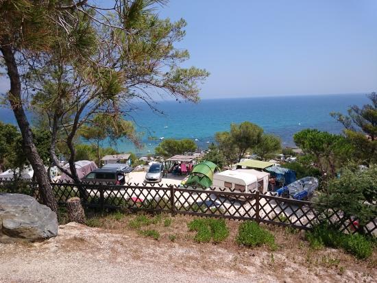 Camping Camp Du Domaine: Vista Dalla Parte Alta Della Collina