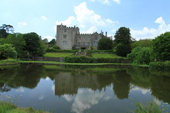 Kendal, UK: Sizergh Castle & Lake