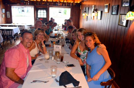Billy's Tap Room & Grill : Big happy group!