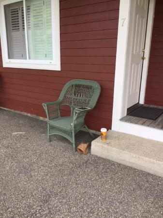 The Stamford Motel & Restaurant: Chair just outside room - with my coffee and technology wifi works!