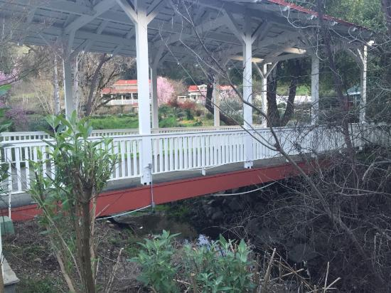 Meadowlark Country House: We found the bridge so charming and the perfect entrance to this place