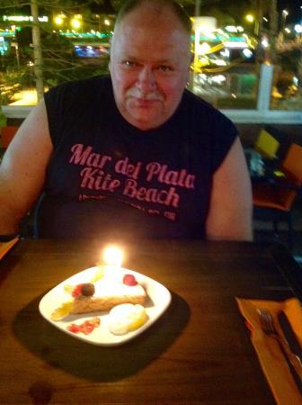 Heerlijk zelfgemaakte amandeltaart als verjaardagsdessert